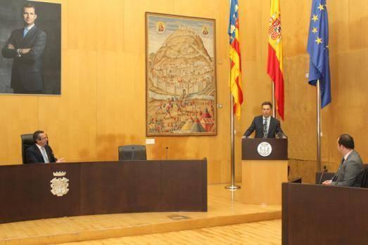"""Benidorm reconoce con la """"Distinción Europa"""" la labor del director del aeropuerto de Alicante-Elche"""