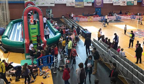 2.000 niños disfrutan de la VIII Feria Deportiva Infantil de Benidorm en el Palau d'Esports
