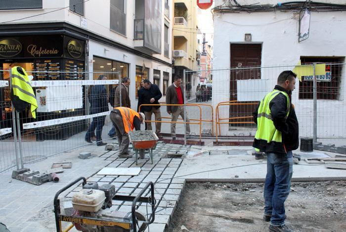 Empieza la pavimentación de Tomás Ortuño tras finalizar prácticamente las obras en el subsuelo