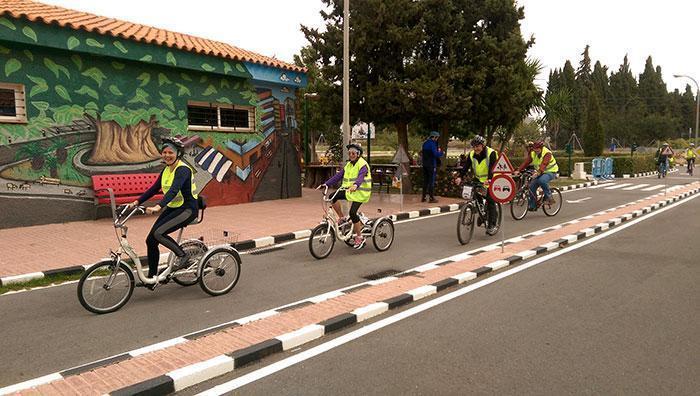 La Bici Escuela de Adultos echa a rodar en el Parque Infantil de Tráfico