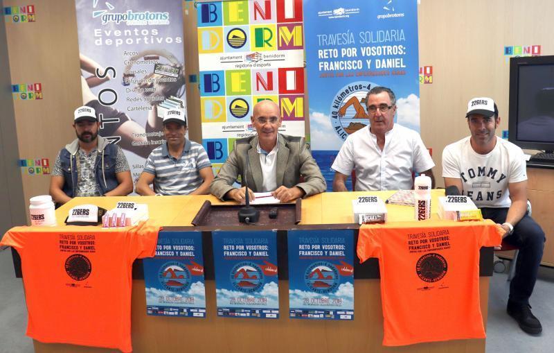 Travesía a nado solidaria entre Alicante y Benidorm 'Reto por vosotros: Francisco y Daniel'