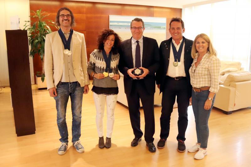 El alcalde Toni Pérez recibe a los campeones europeos de Ski Náutico