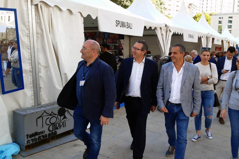 El alcalde inaugura la Feria Outlet que organiza AICO