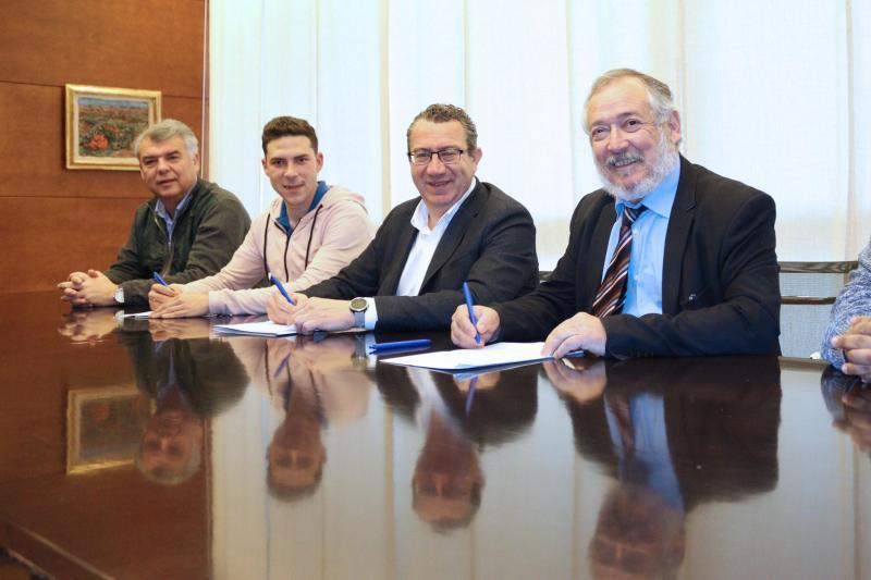 El Ayuntamiento y la Associació de Penyes firman un convenio de colaboración