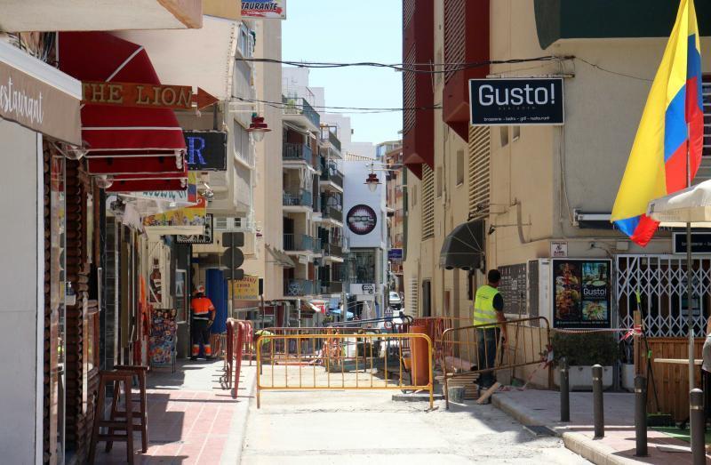 Benidorm renueva el pavimento en La Cala, Colonia Madrid y centro