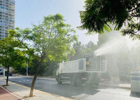 Benidorm incorpora un cañón nebulizador para desinfectar las calles de forma rápida