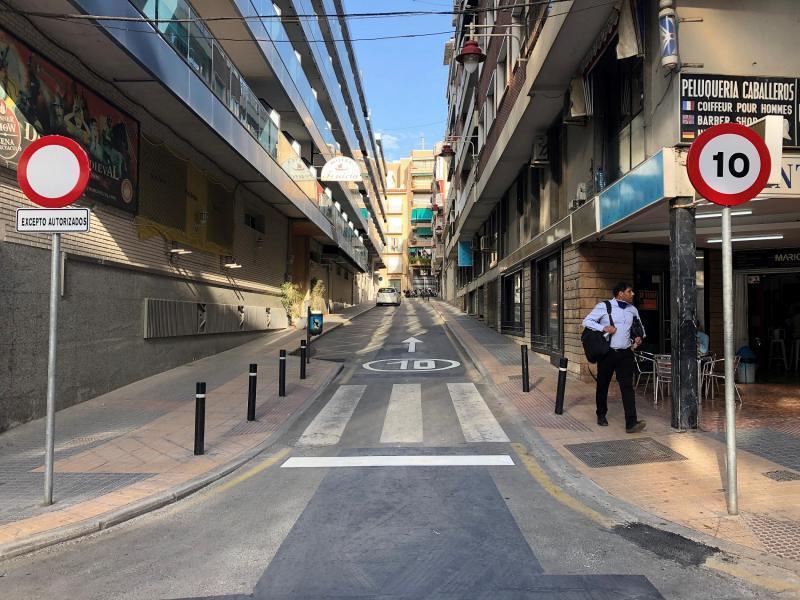 Movilidad cambia el sentido del tráfico en parte de la calle Mercado para mejorar el acceso al barrio de El Campo