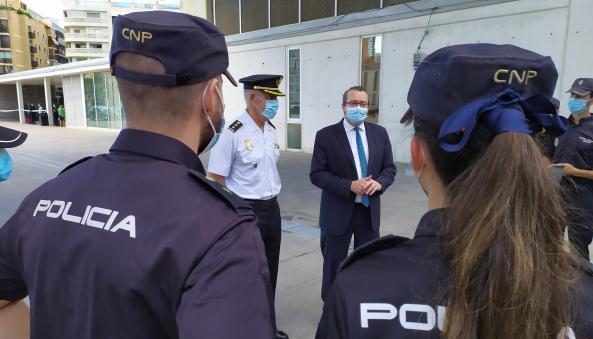 El alcalde asiste a la presentación de los nuevos agentes en prácticas de la Policía Nacional