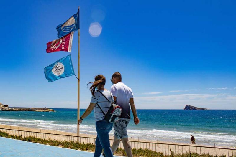 La bandera azul ondeará un año más en las playas de Levante, Poniente y Mal Pas