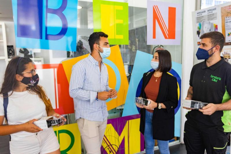 Los ganadores con el concejal de Juventud, Jaime Jesús Pérez
