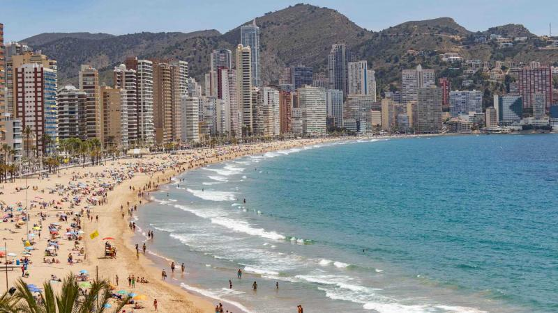 Benidorm incrementa los servicios de vigilancia, salvamento, socorrismo, limpieza, desinfección y atención en las playas