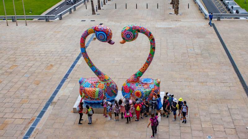 """Yi considera """"una oportunidad única"""" la exposición de su 'Galaxia Hung' en la calles de Benidorm"""