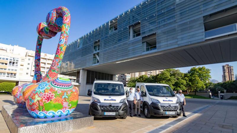 Dos nuevas camionetas con plataforma se incorporan a la flota de Espacio Público