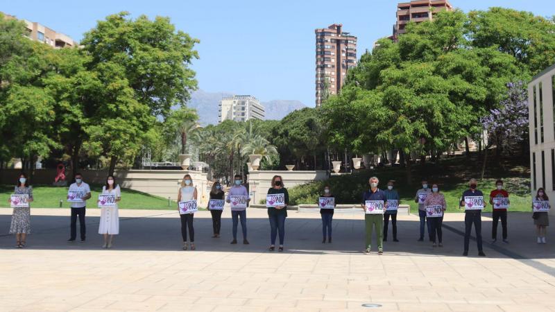 Benidorm reitera el NO a la violencia machista con un minuto de silencio por la mujer asesinada en Madrid