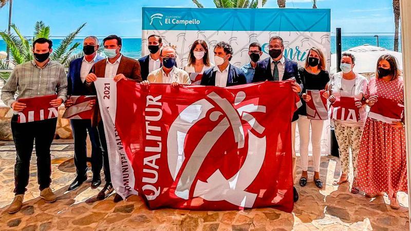 Las banderas de Qualitur se suman a las azules de las playas de Benidorm