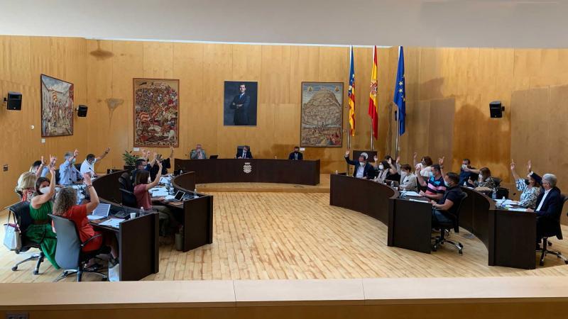 El pleno acuerda por unanimidad acogerse a la ampliación del 'Plan Edificant' para mejorar 13 centros educativos