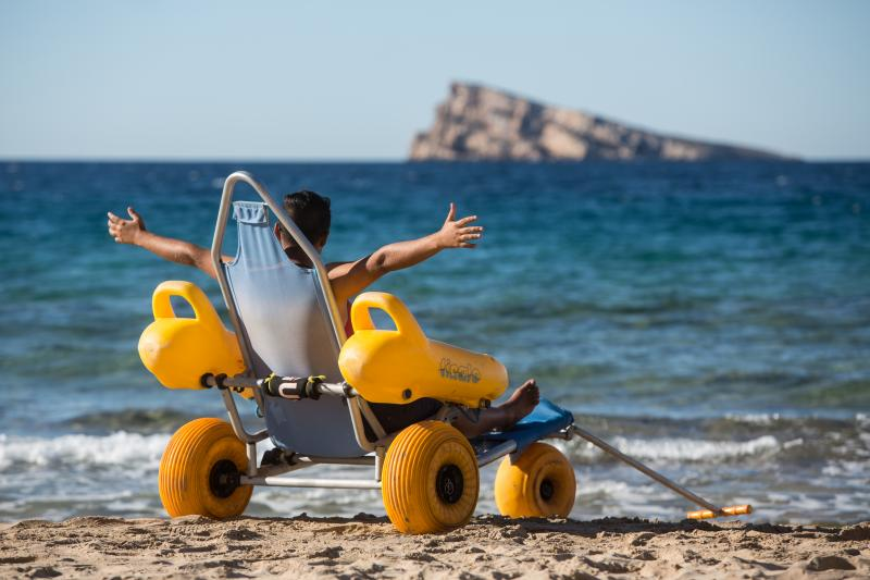 Silla anfibia para playas accesibles