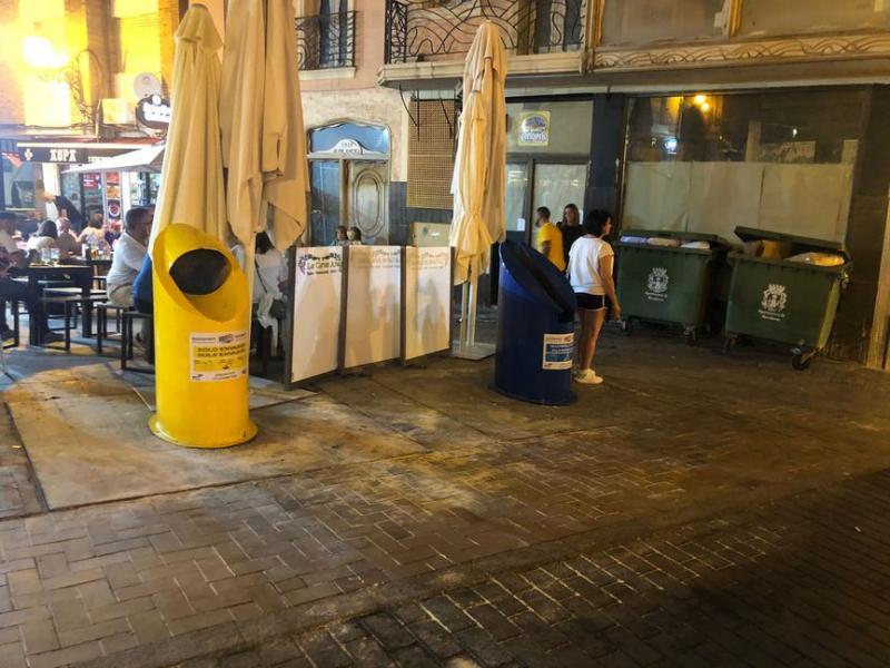 Ciudadanos pide remodelar la plaza de la Constitución e instalar cubre contenedores con imágenes de Benidorm