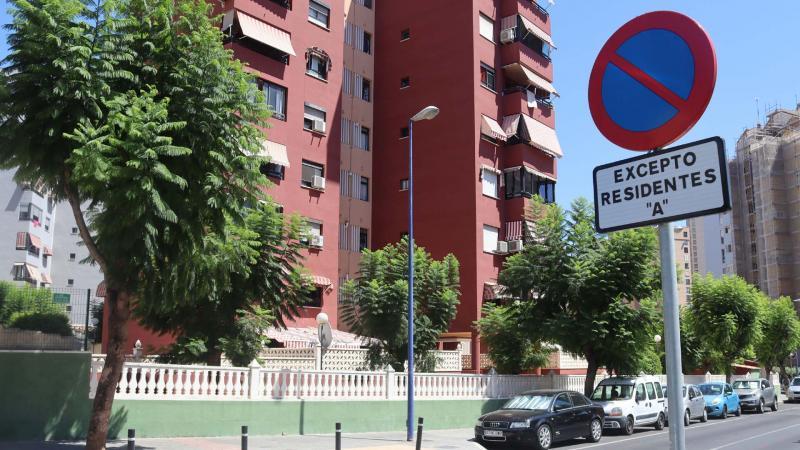 Las tarjetas adhesivas para aparcar en 'Zona de Residentes', válidas hasta finales de año