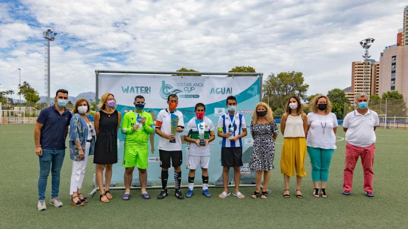 Los capitanes de los equipos y miembros del equipo de gobierno.