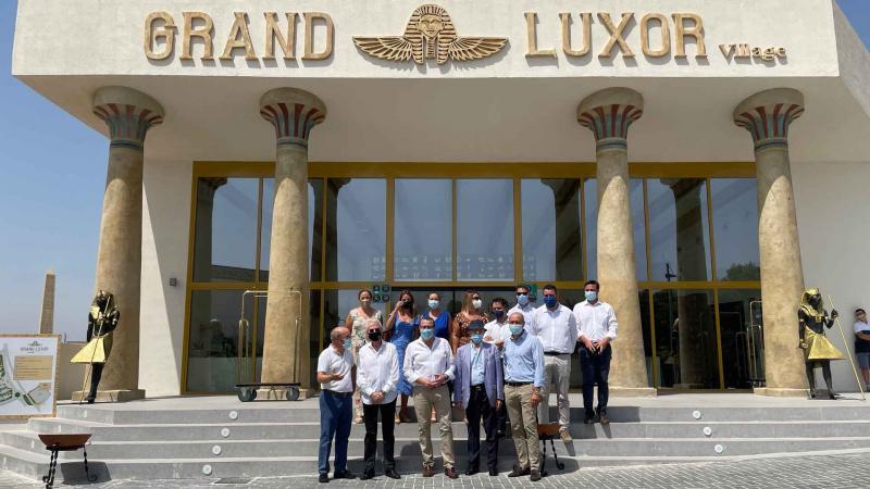 El alcalde de Benidorm visita el resort Grand Luxor Villages