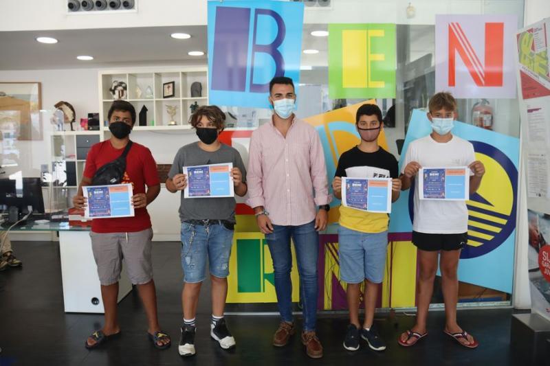 Los ganadores del 'Gaming Benidorm Fest' recogen sus premios en el Centro de Información Juvenil