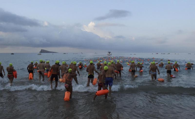 178 nadadores completan la XIX Travesía a nado de la bahía #Benidorm2021