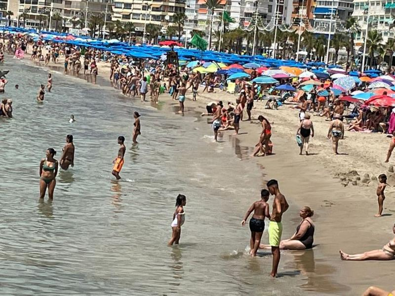 Ciudadanos denuncia la falta de espacio de uso libre en la zona de la playa del Rincón de Loix de Benidorm
