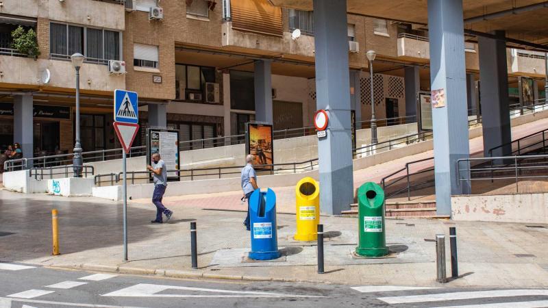 Los contenedores de 'quita y pon' llegan a la calle Tulipanes y a la plaza El Carrasco