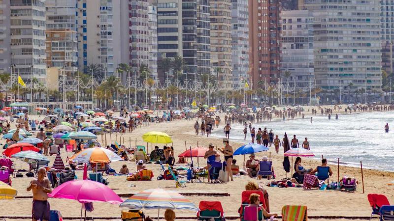 Benidorm se acerca en verano a los registros de 2019 en consumo de agua y recogida de residuos