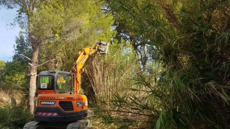 Benidorm acomete la limpieza de los barrancos Barceló y Derramador para minimizar los efectos de posibles lluvias torrenciales