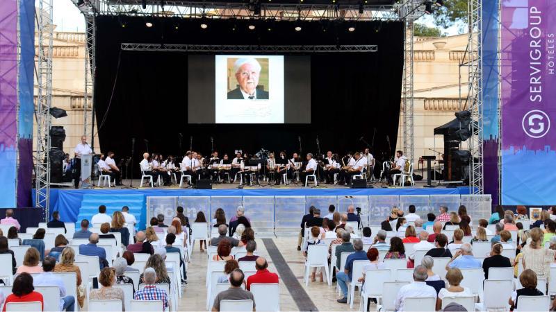 Benidorm cierra los actos del 9 d'octubre con un concierto-homenaje a Pere Mª Orts i Bosch de la SM l'Illa