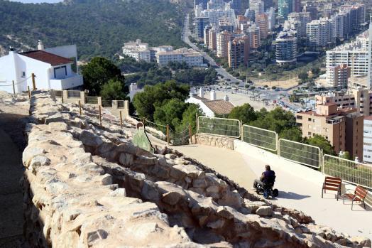 Benidorm mejora la accesibilidad al Tossal de La Cala, que desde que se inició febrero supera los 2.300 visitantes
