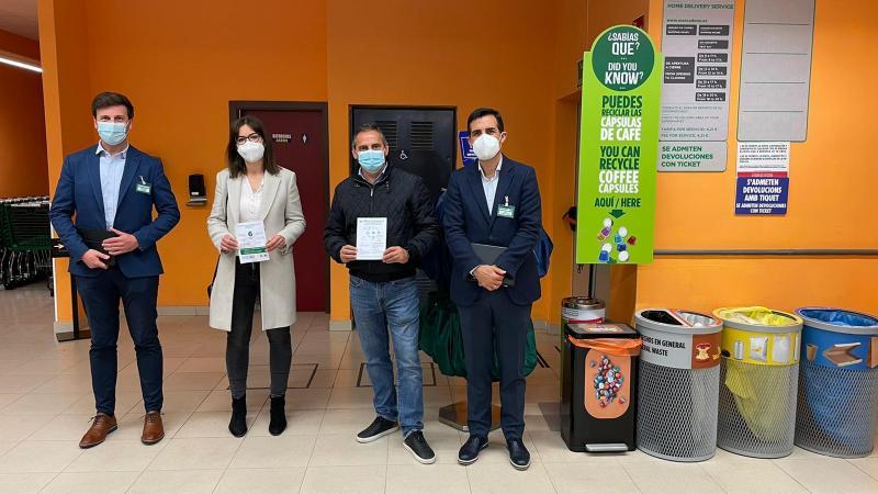 Els regidors de Comerç i Medi Ambient coneixen l'Estratègia de reciclatge de Mercadona...