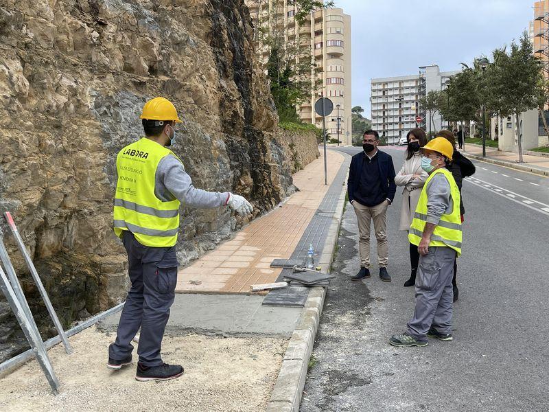 Personal del Taller d'Ocupació 'Benidorm IX' actua en la millora d'accessibilitat de la part alta del Racó...