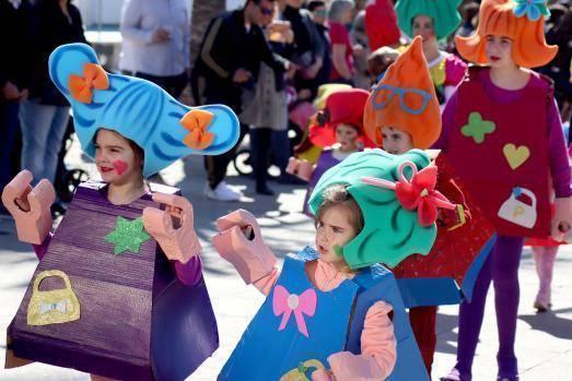 Los niños de Benidorm se divierten en el desfile de Carnaval Infantil