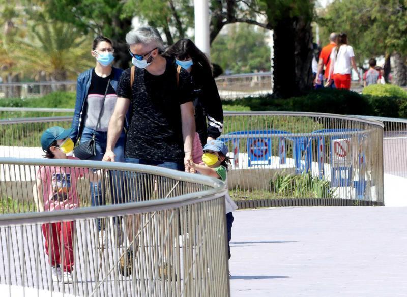 El Ayuntamiento entrega mascarillas a la población infantil de programas y actividades municipales