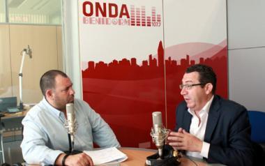 Toni Pérez concede su primera entrevista como alcalde en la emisora municipal, Onda Benidorm