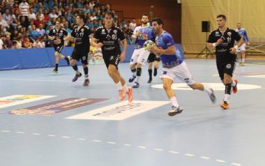 L'Handbol Benidorm aconseguix trencar la seua mala ratxa i venç a l'At. Valladolid per 26-22