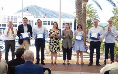 Benidorm recibe las tres banderas azules que acreditan la excelencia de sus playas