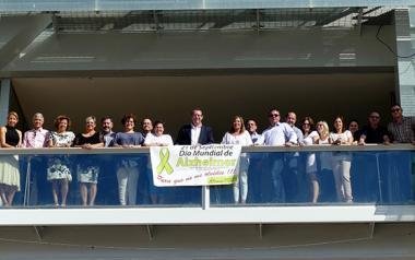 Pancarta solidaria con los enfermos de Alzheimer