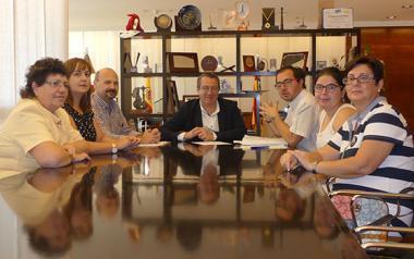 La junta directiva de Arbeco se reúne con el alcalde de Benidorm