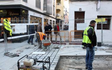 Comença la pavimentació de Tomás Ortuño després de finalitzar pràcticament les obres en el subsòl