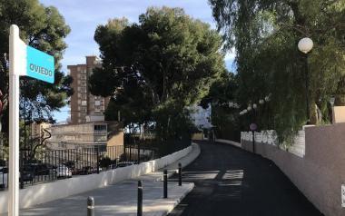Benidorm actúa en la red de residuales de la calle Oviedo para acabar con las fugas de agua y los problemas de olores