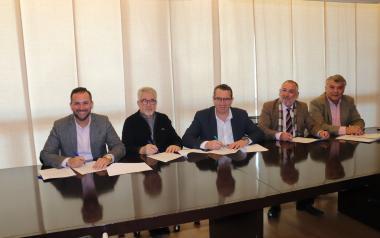 La Comissió de Festes Majors Patronals i l'Associació de Penyes Verge del Sofratge signen els convenis econòmics en Alcaldia