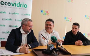 El Ayuntamiento de Benidorm y Ecovidrio promueven el reciclaje durante la acampada de peñas