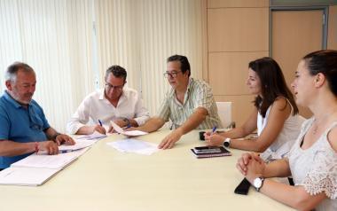 Signatura del conveni de col·laboració entre l'Ajuntament i les APA