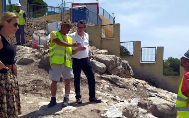 Las excavaciones en el Tossal afloran nuevas estructuras, un bastión, terrazas y edificaciones junto a la muralla
