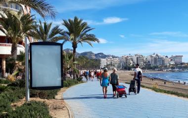 Benidorm crea un nuevo espacio expositivo al aire libre en los parterres del Paseo de Poniente