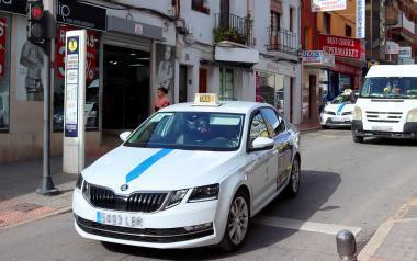 La Generalitat acepta la propuesta de Benidorm y los taxistas de la Comunitat podrán llevar 7 y hasta 9 pasajeros